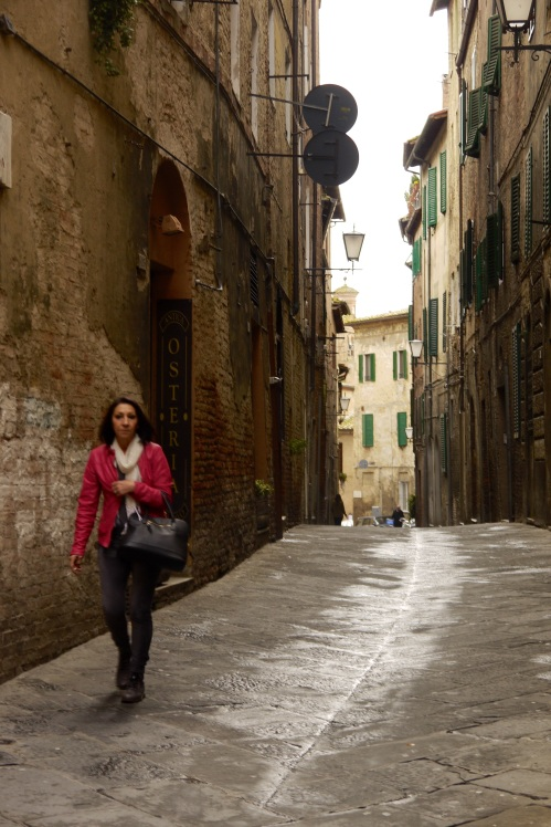 I prefer the narrow alleys of Siena to the vast El Campo piazza for which it is famous